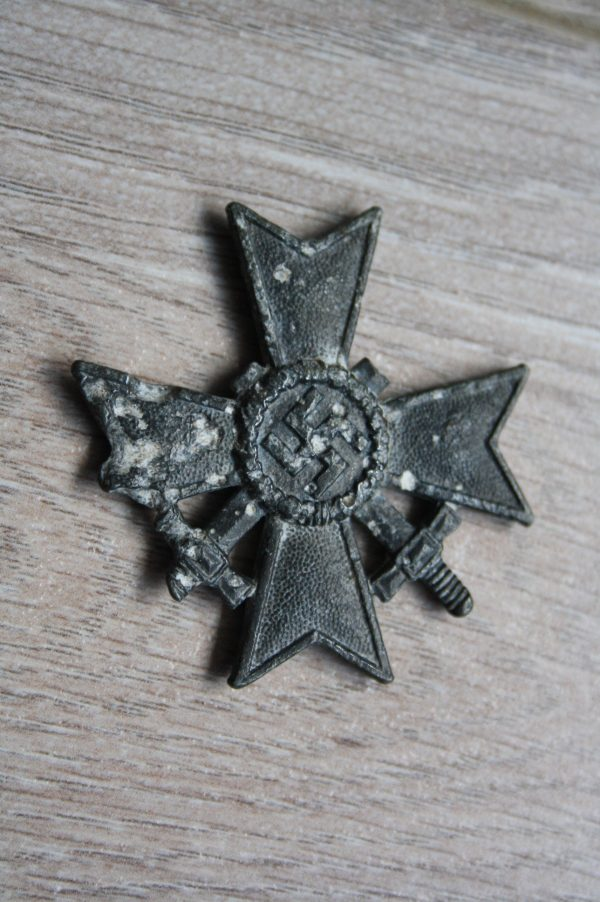 War Merit Cross 1ST Class, 1939 with Swords. (Kriegsverdienstkreuz I mit Schwertern)